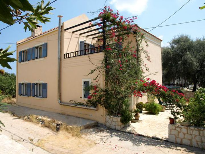 Detached house in city Maleme