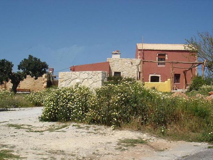 Detached house in city Chorafakia