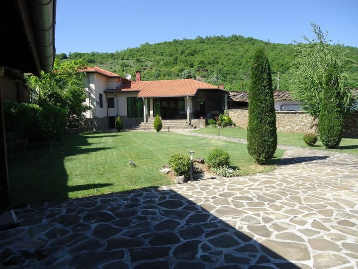 Detached house in city Troyan