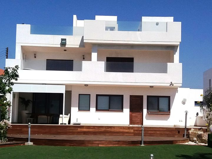 Villa in city Maronia