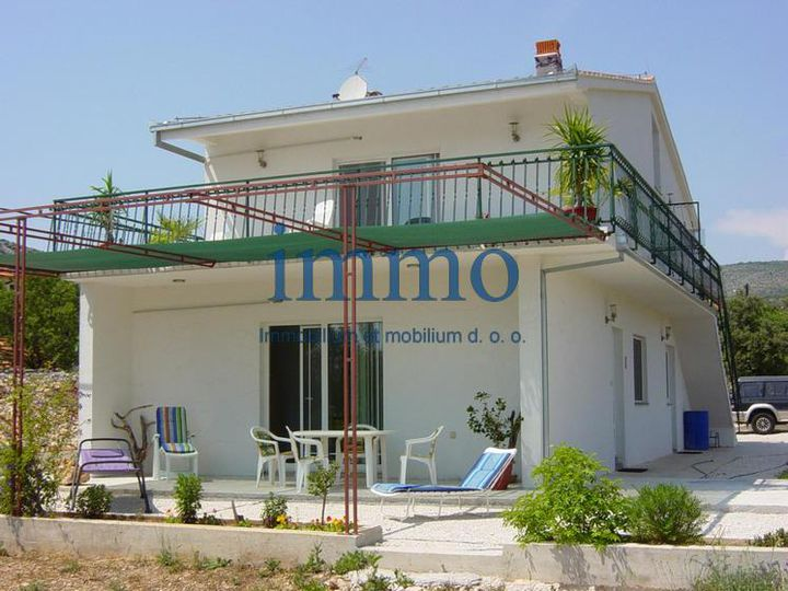 Detached house in city Trogir