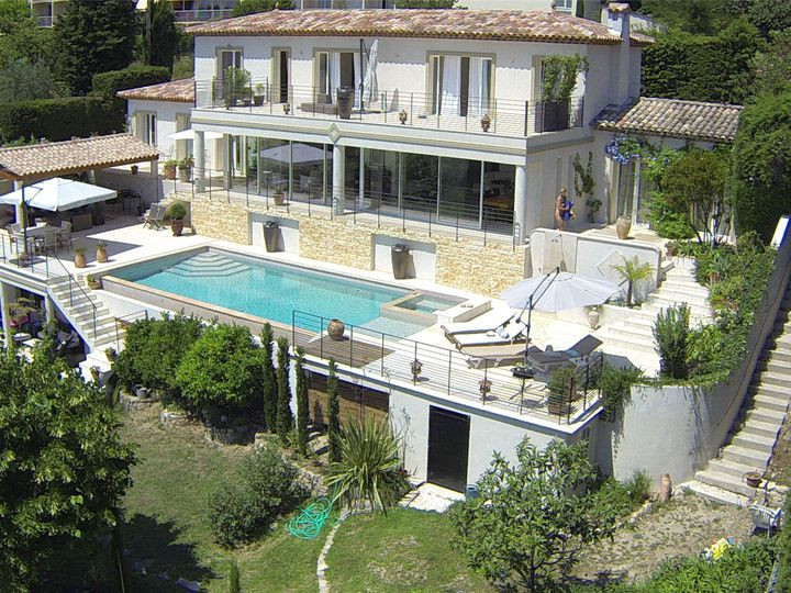 House in city Grasse