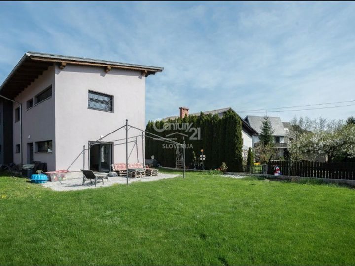 Detached house in city Domzale