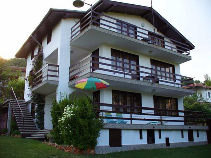 Detached house in city Balchik