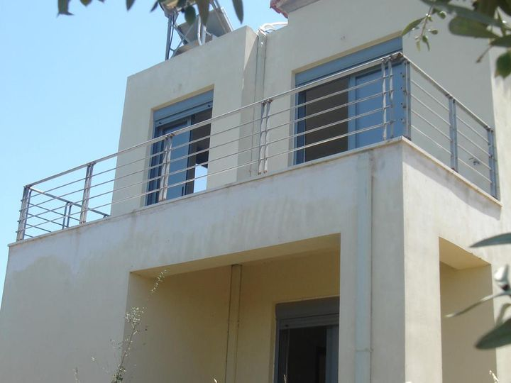 Detached house in city Gerani