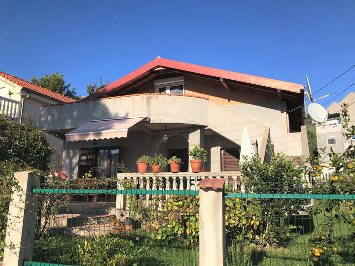 Detached house in city Tivat
