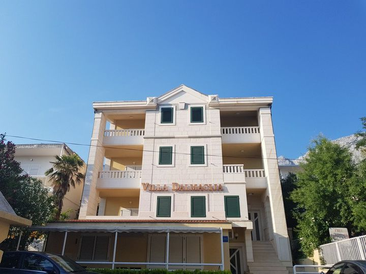 Apartment house in city Makarska
