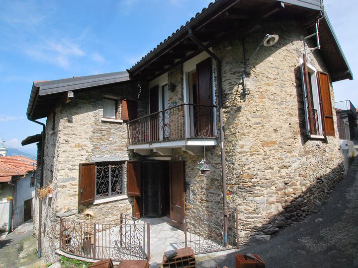 Detached house in city Stresa