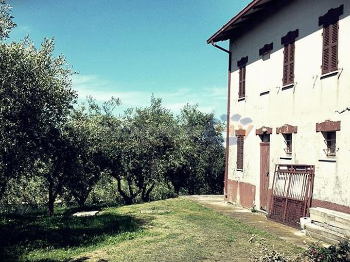 Detached house in city Ostra