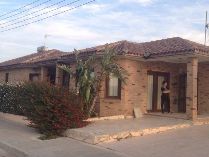 Bungalow in city Larnaca