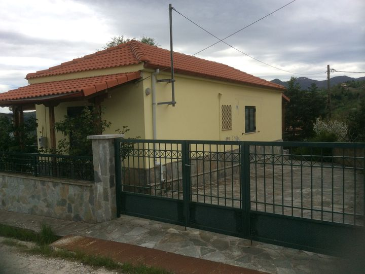 Detached house in city Gardiki