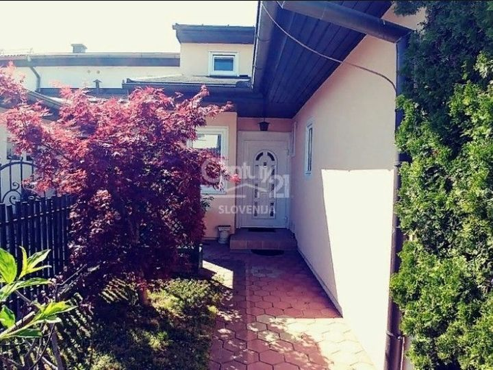 Semi-detached house in city Maribor