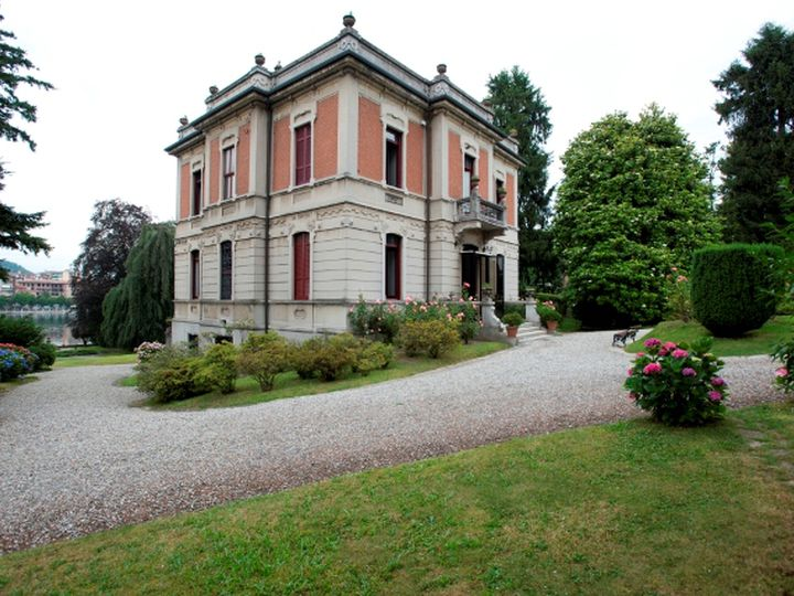 Villa in city Novara