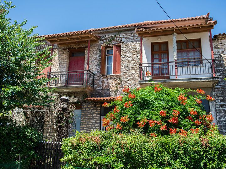 Detached house in city Kyparisia