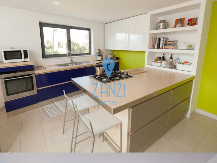 Semi-detached house in city Santa Venera
