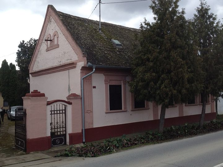 Cottage in city Vardarac