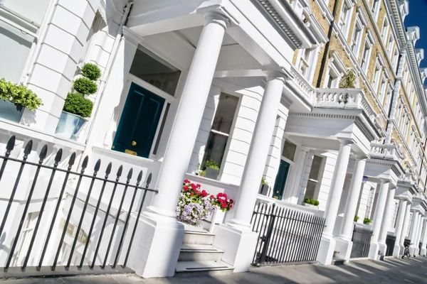 "Active sales of  ""Chinese real estate"" in London has begun"