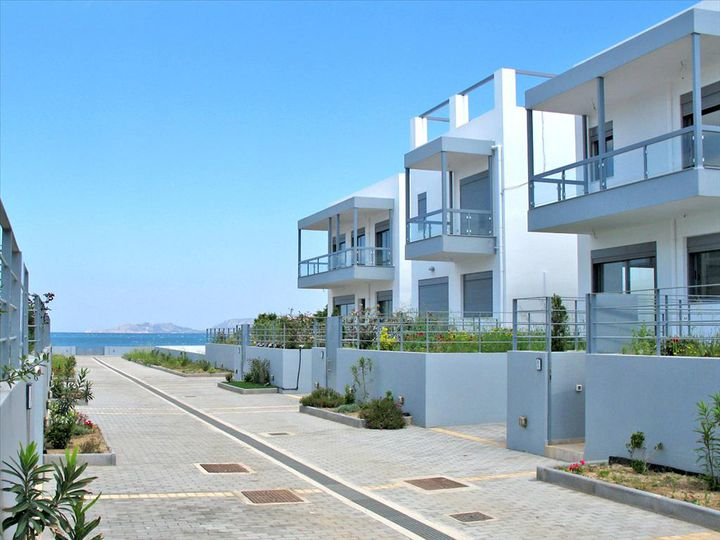 Townhouse in city Loutraki