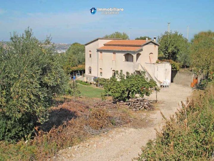 Detached house in city Campomarino