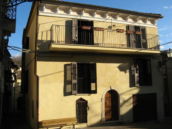 Semi-detached house in city Pescara
