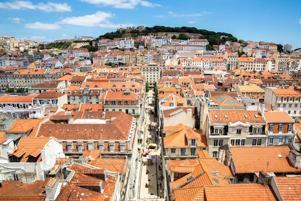 In Portugal for six months were issued 821 residence permits to investors
