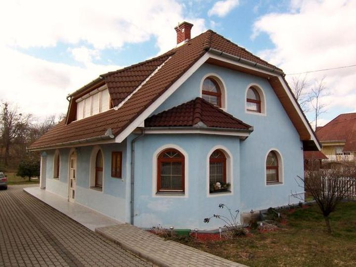 Detached house in city Felsőpáhok