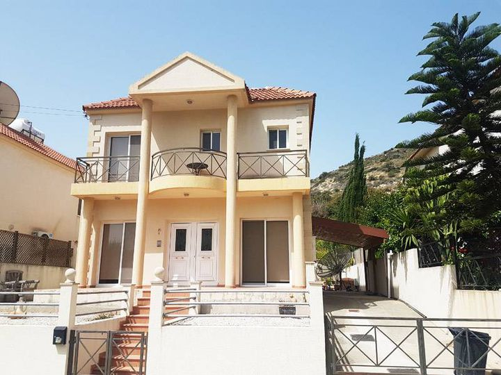 Detached house in city Limassol