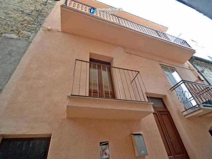 Townhouse in city Mafalda