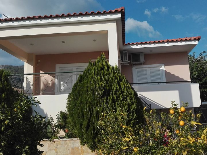 Detached house in city Eretria