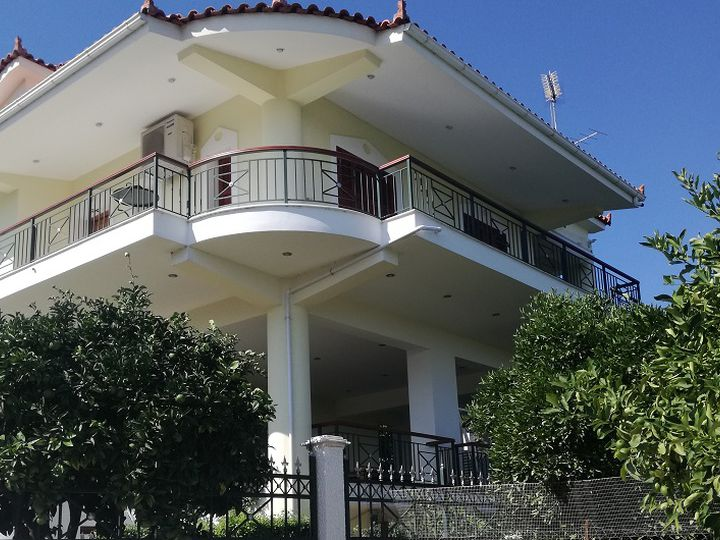 Detached house in city Corinth