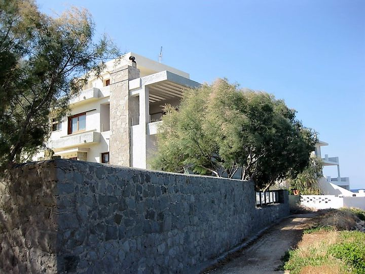 Detached house in city Aegina