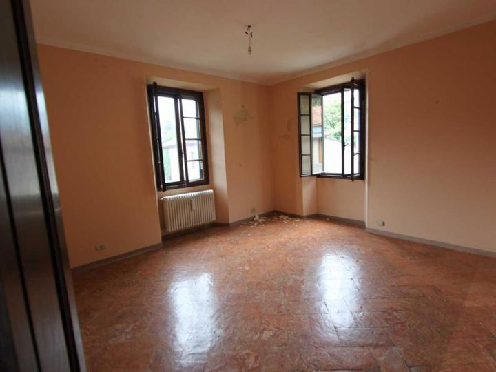 Apartment in city Moltrasio