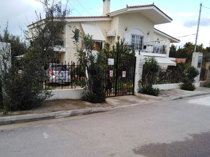 Detached house in city Dilesi
