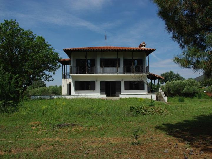 Detached house in city Vasilika