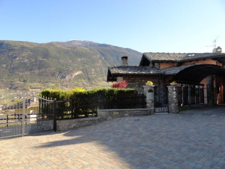 Detached house in city Aosta