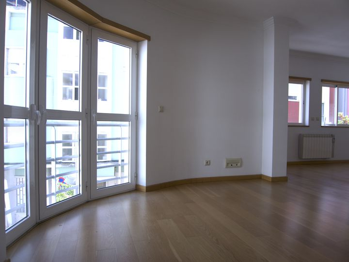 Apartment in city Algés