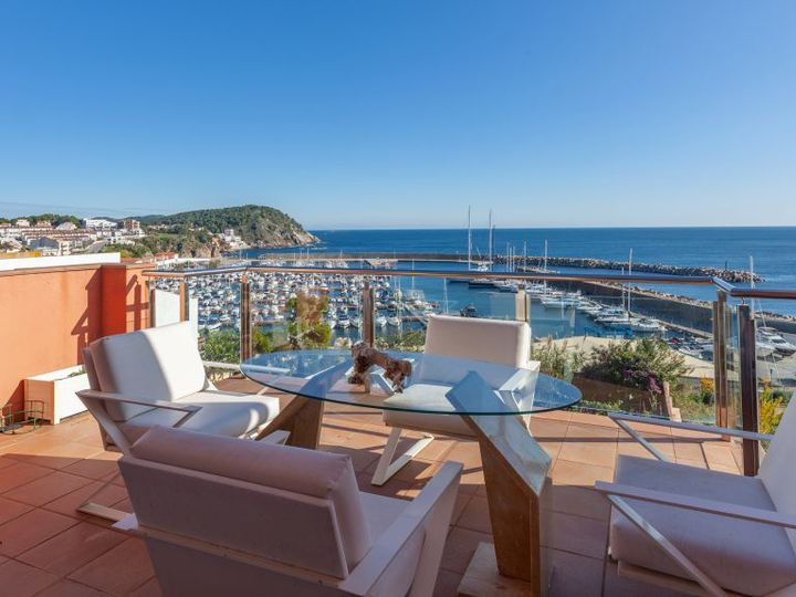 Penthouse in city Palamós