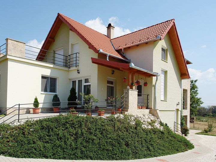 Detached house in city Alsópáhok