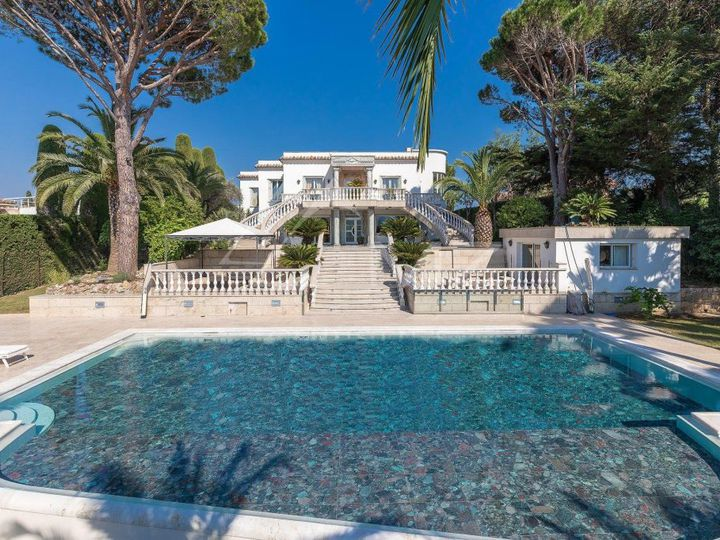Villa in city Cannes