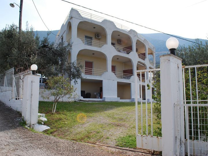 Apartment house in city Epidavros