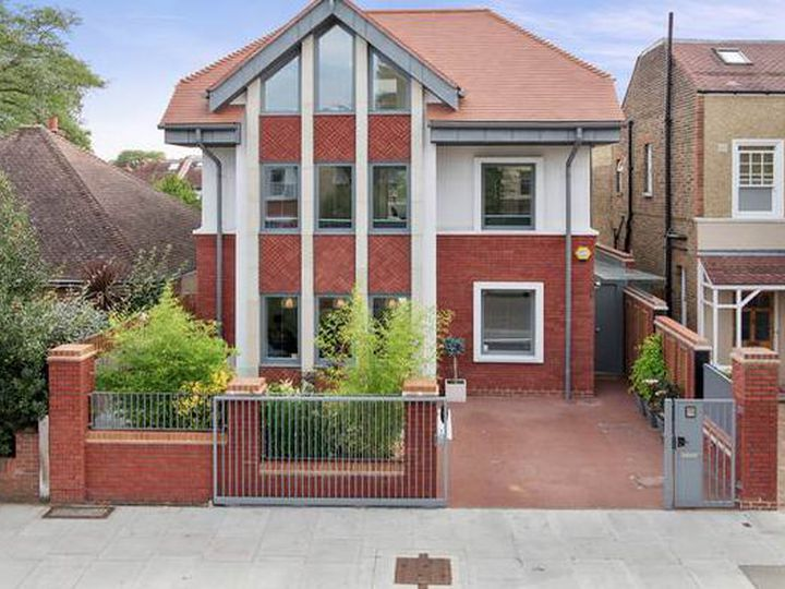 Detached house in city Teddington
