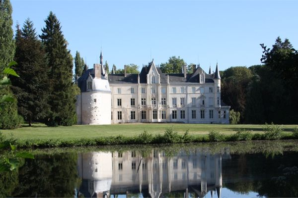 Knights and barons couldn't even dream about that: the most expensive castles in Europe