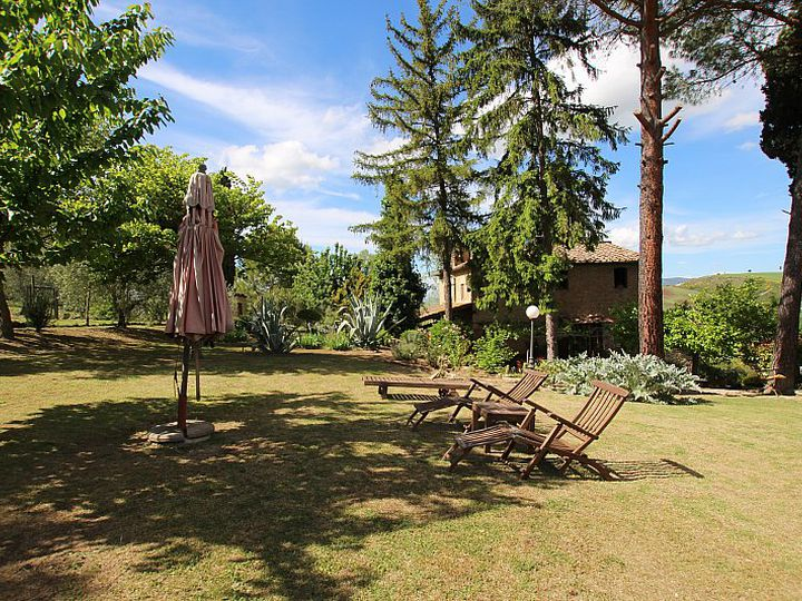 Detached house in city Volterra