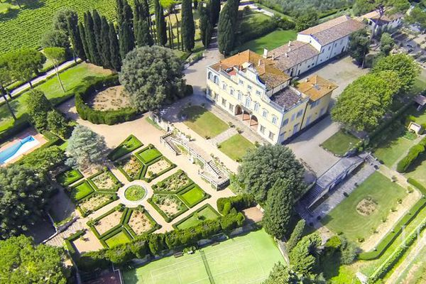 In Italy is for sale the villa of Mona Lisa