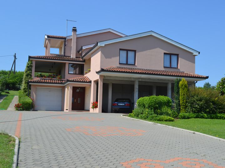 Detached house in city Stolac