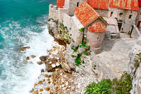 In Montenegro the prices in the primary housing market fell by 5.1%
