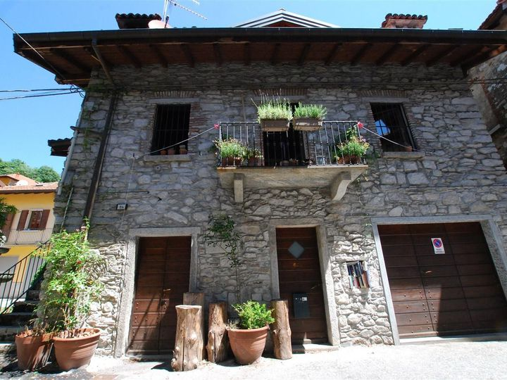 Detached house in city Mergozzo