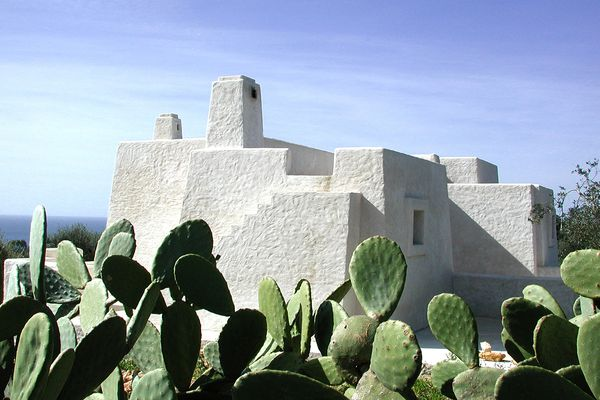In Italy was created a mansion of cactus fibers and solidified volcanic ash