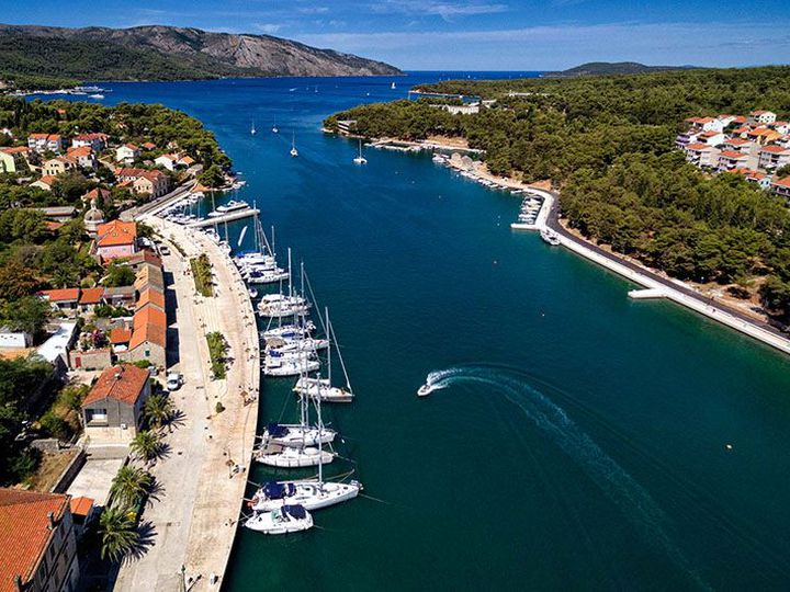 Land in city Starigrad