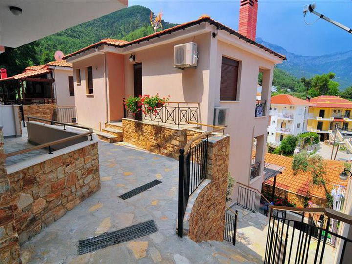 Townhouse in city Limenaria